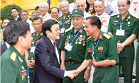 Truong Tân Sang rencontre d'anciens combattants