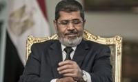 Bruxelles, Washington et Rome appellent à réviser la peine de mort de Morsi