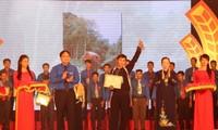 Honorer 150 lauréats du prix Luong Dinh Cua
