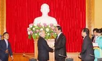 Le ministre de la Sécurité publique reçoit les Cubains et les Singapouriens