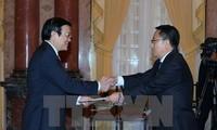 Truong Tan Sang reçoit les nouveaux ambassadeurs