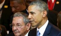 Obama et Castro discutent de leur rapprochement
