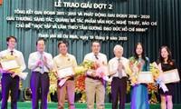 Remise de prix aux œuvres inspirées de l'exemple moral de Ho Chi Minh