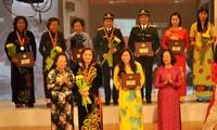 Remise du prix de la femme vietnamienne à 9 collectifs et 10 individus
