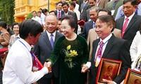 Nguyên Thi Doan reçoit la délégation des agriculteurs exemplaires