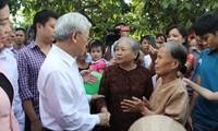 Nguyen Phu Trong à la fête de grande union nationale à Dan Phuong
