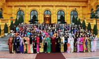 Nguyen Thi Doan reçoit des enseignants exemplaires dans l'éducation des enfants handicapés