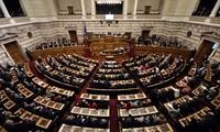 "Le Parlement grec adopte un budget 2016 ""rude"""