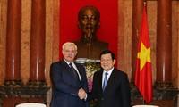 Le président vietnamien reçoit le gouverneur de Saint Pétersbourg