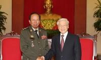 Le secrétaire général Nguyen Phu Trong reçoit le ministre cambodgien de la Défense