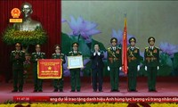Truong Tan Sang à la remise du titre de Héros du Travail à la Banque militaire