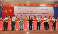 Ben Tre: Nguyen Thi Kim Ngan à la remise de 350 maisons du cœur aux familles pauvres