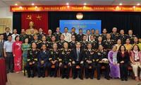 Nguyen Thien Nhan reçoit d'anciens combattants du Corps 962