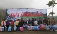 VOV5 offre des cadeaux aux foyers démunis de la province de Cao Bang