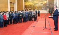 Nguyen Sinh Hung rencontre le personnel des organes de l'Assemblée nationale