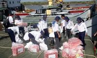 Le président Truong Tan Sang envoie des cadeaux du Tet à Truong Sa