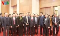 Nguyen Sinh Hung donne une réception au personnel de l'Assemblée nationale