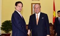 Le PM Nguyên Tân Dung reçoit Tsutomu Takebe
