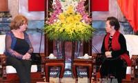 La présidente du groupe d'amitié France-Vietnam reçue par Nguyen Thi Doan