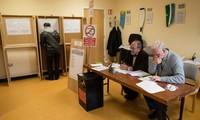 Législatives en Irlande: le gouvernement sortant sans majorité