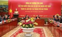 Le président Truong Tân Sang à Hai Phong pour parler du développement des zones industrielles