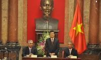 Truong Tan Sang reçoit le secrétaire général de la Fédération syndicale mondiale