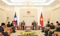 L'ambassadeur laotien reçu par Phung Quang Thanh