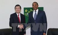 Truong Tan Sang rencontre le président du Parti révolutionnaire tanzanien