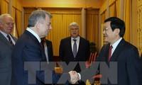 Truong Tan Sang reçoit le gouverneur de Kaluga et l'ambassadeur singapourien