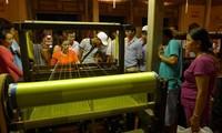 Hoi An va accueillir la fête de la culture de la soie Vietnam-Asie
