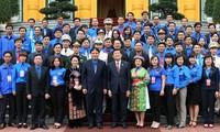 Truong Tan Sang reçoit les cadres exemplaires de l'Union de la jeunesse communiste