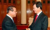 Le vice-Premier ministre laotien reçu par les dirigeants vietnamiens