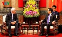 Le président Truong Tân Sang reçoit le 1er juge de la Cour suprême d'Algérie