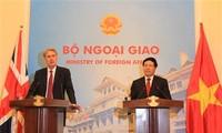 Entretien entre Philip Hammond et Pham Binh Minh
