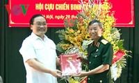 Hoang Trung Hai rencontre d'anciens combattants de Hanoi