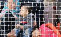 Les gardes-côtes italiens sauvent près de 900 migrants