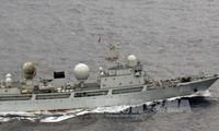 Un navire de guerre chinois dans les eaux territoriales japonaises