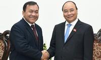 Nguyen Xuan Phuc reçoit l'ambassadeur cambodgien