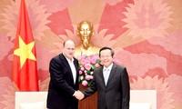 Phung Quoc Hien reçoit le PDG de la compagnie AIA