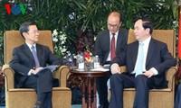 Le président Tran Dai Quang reçoit des hommes d'affaires singapouriens