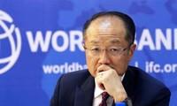 Jim Yong Kim unanimement reconduit pour cinq ans à la tête de la Banque mondiale