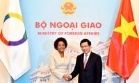 Entretien Pham Binh Minh - Michaëlle Jean