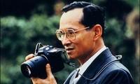 Hommage au roi Bhumibol à l'ambassade de Thaïlande à Hanoi