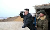 Kim Jong-un inspecte des exercices de tirs d'artillerie