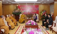Truong Thi Mai rencontre des dignitaires religieux