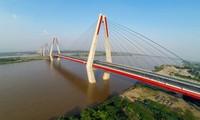 Combien de ponts enjambent le fleuve Rouge?