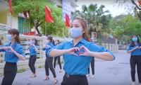 Les jeunes hanoïens et «le défi de 15 jours de partage»