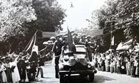Photos d'archives sur la Journée de la libération de la capitale le 10 octobre 1954