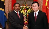 Presiden Vietnam Truong Tan Sang menerima Presiden zona semi otonomi Zanziar dari Tanzania.