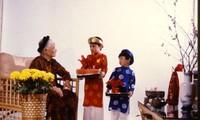 Mendoakan umur panjang pada awal Tahun Baru -satu ciri yang indah dalam kebudayaan orang Vietnam